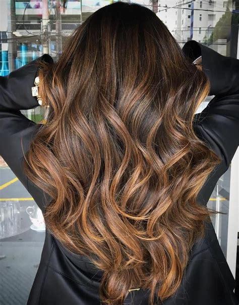 caramel haarfarbe mit blonden strähnen die besten 25 dunkle haare mit str 228 hnen ideen balayage haar br 252 nett karamell dunkle haare
