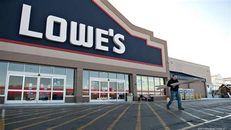 Lowe's Raises Ceo Robert Niblock's Pay More Than 50