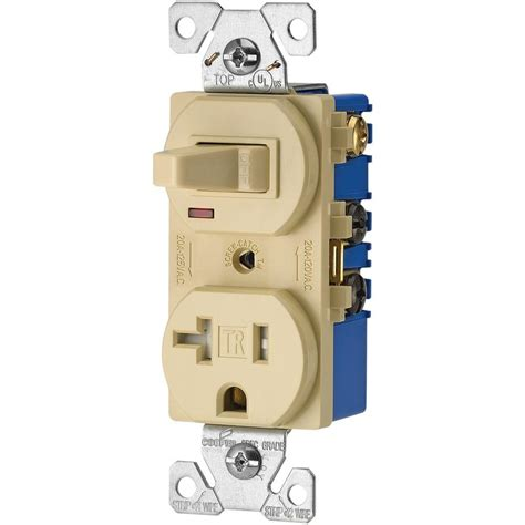 Eaton Amp Volt Wire Combination Receptacle