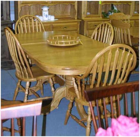 Oak Mennonite Pedestal Table & Chairs   Lloyd's Mennonite