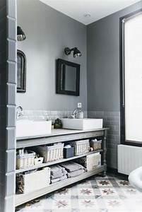 Meuble De Drapier : une salle de bains au charme nostalgique styles de bain ~ Teatrodelosmanantiales.com Idées de Décoration