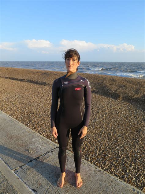 ion products isis amp mm  reviews wetsuits