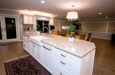 Kitchen Cabinets Biscuit Color by Starmark Marshmallow Cabinetry Silestone Quasar And