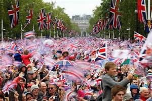 Diamond Jubilee: UK celebrates 60-year reign of Queen ...