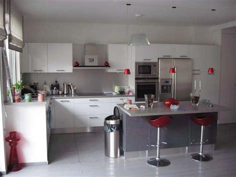 cuisine blanche grise aménagement déco cuisine grise et blanche