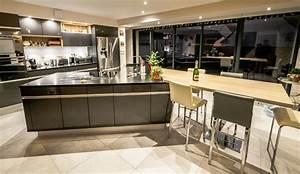 cuisine moderne avec vaste ilot en y modele sensations With modele de cuisine moderne avec ilot