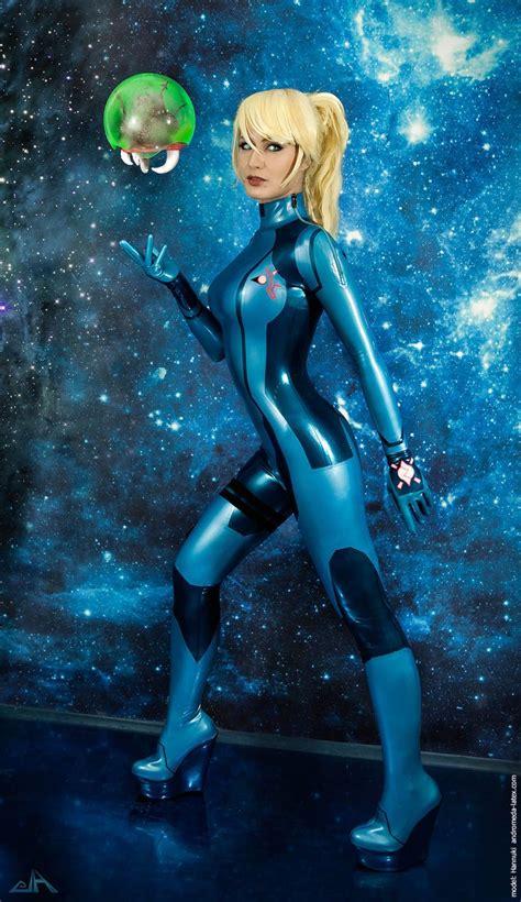 Videogame Metroid Character Samus Aran Cosplayer