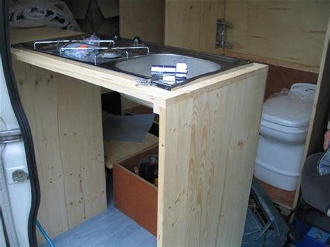 transformer une table de cuisine table de chevet ancienne transformer une table de