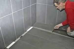 Bodengleiche Dusche Mit Faltbarer Duschabtrennung : mit system und koordination bodengleiche duschen bei niedrigen aufbauh hen einbindung von ~ Orissabook.com Haus und Dekorationen