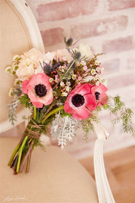 anemone wedding ideas bouquets cakes  invitations
