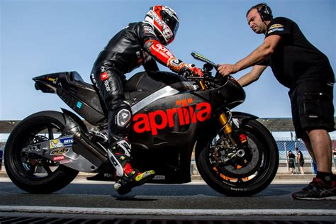 aprilia racing team gresini reveals    rs gp bike