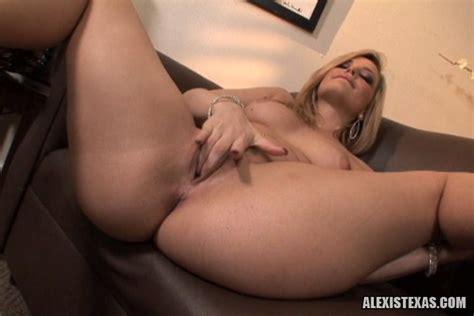 Blonde Babe Alexis Texas Wakes Up Horny And Masturbates