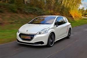 208 Peugeot : peugeot 208 hybrid fe 2014 review auto express ~ Gottalentnigeria.com Avis de Voitures