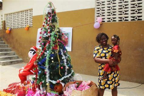 bureau d education catholique arbre de noël de l ong dignité et droits pour les enfants