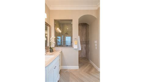 Daltile featured in Dallas Ft. Worth luxury home tour