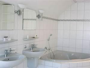 Badezimmer Mit Eckbadewanne : ferienhaus schottenstein wittmann itzgrund frau kerstin wittmann ~ Bigdaddyawards.com Haus und Dekorationen