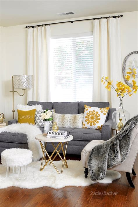 Gray And White Small Living Room Ideas  los angeles 2021