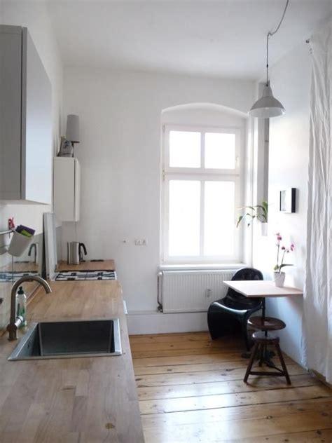 Wohnung Mit Kleinem Garten Berlin by Schlichte Gem 252 Tliche K 252 Chen Einrichtung Mit Gro 223 Em Fenster