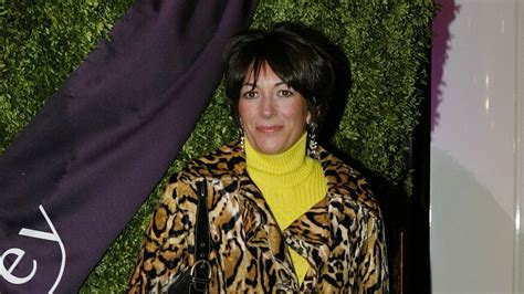 Maxwell, a british socialite and epstein's former girlfriend, faces a according to the chargesheet filed against maxwell, she was among epstein's closest associates. Epstein-Komplizin Ghislaine Maxwell plädiert auf ...