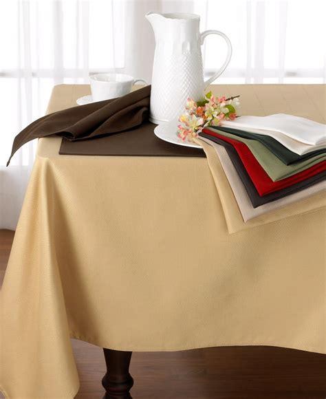 Buy Elegant Table Linens To Have Classy Look Designinyou