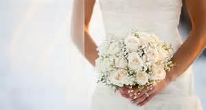 bouquet de mariage comment choisir bouquet de mariée cosmopolitan fr