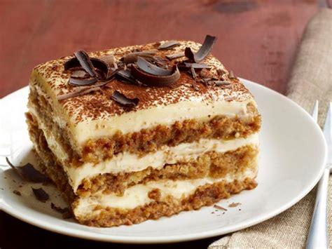 Siram chiffon cake dengan kopi. Resep Tiramisu Cake - Kalori Nutrisi Kalori Nutrisi Resep