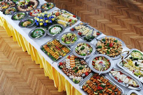table cuisine en pin wedding food table weddingfood weddingtips http brieonabudget com wedding food
