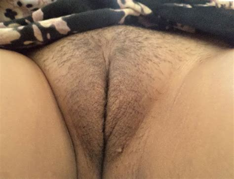 nude babe shaved pussy
