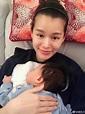 胡杏儿享受儿子每天熟睡在胸口 素颜出镜气色佳|胡杏儿|儿子|素颜_新浪娱乐_新浪网