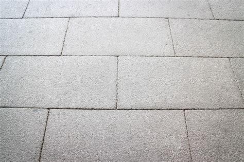 Terrassen Fliesen Schleifen by Pflastersteine Verfugen So Wird S Gemacht