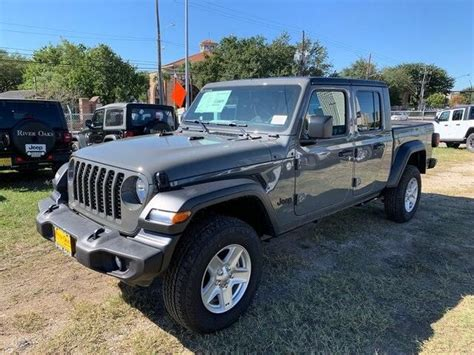 jeep gladiator sport cars bikes specifications images features  price