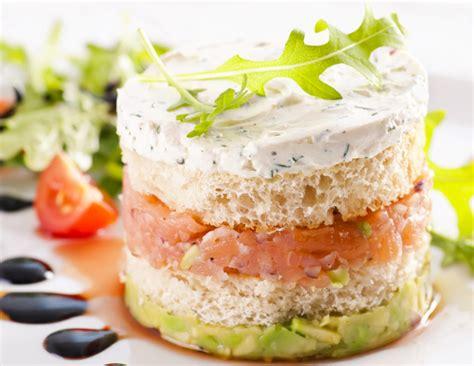 cuisiner les avocats millefeuilles saumon avocat sans gluten valpiform