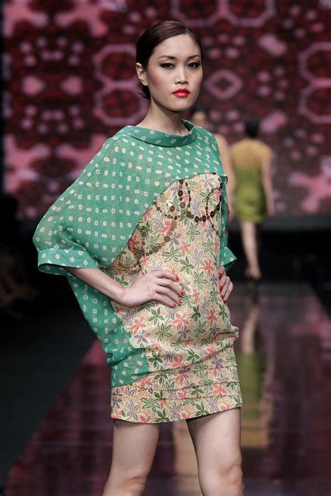 jfw  day  wearable batik   indonesian designers