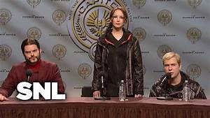 Hunger Games Press Conference - Saturday Night Live - YouTube