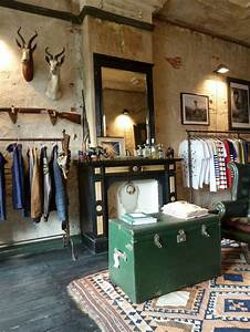 Industrial Style Shop : great store layout love the taxidermy with the industrial and vintage touches interior ~ Frokenaadalensverden.com Haus und Dekorationen