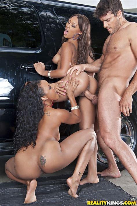 Two Ebony Girls Fucks On Nude Car Washing Service Pichunter