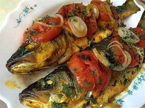cuisiner du poisson au four cuisiner le bar recette de bar au four la recette facile