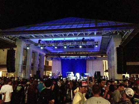 foto de stage from drinking side Picture of Maui Arts & Cultural