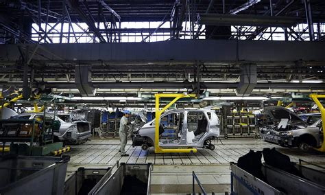 Mitsubishi Normal Il by Nissan S Le Cost Killer Stirs Fear In Mitsubishi Factory Town