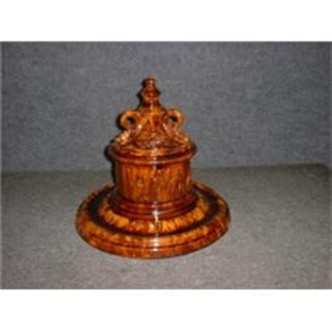 un pot 224 tabac couvert sur pr 233 sentoir en poterie de dion de l ancienne lorette du 19e si 232 cle 224 d 233