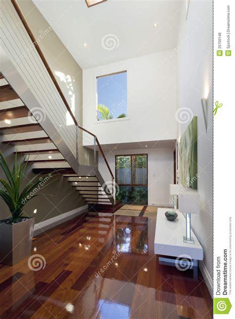 maison de l escalier int 233 rieur moderne de maison avec l escalier photos libres de droits image 25700148