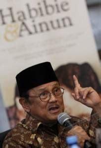 Namun, cinta mereka terhalang atau ditentang oleh keluarga geez. Film Habibie-Ainun Akan Ditonton SBY dan Jokowi - Berita Indonesia