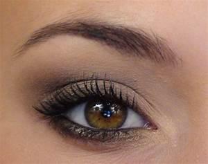 Maquillage Pour Yeux Marron : un maquillage discret pour les yeux marrons maquillage ~ Carolinahurricanesstore.com Idées de Décoration