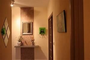 idee couleur peinture couloir maison design bahbecom With quelle couleur de peinture pour un couloir sombre 1 12 idees deco pour styliser un couloir long etroit ou sombre