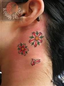 Tattoo Fleur De Cerisier : fleurs de cerisier redoss tattoo ~ Melissatoandfro.com Idées de Décoration