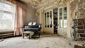 Master bedroom wallpaper, inside old abandoned mansions ...