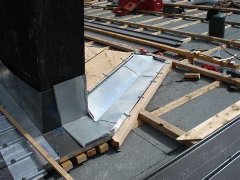 abergement de cheminee abergement de chemin 233 e zinc rev 234 tements modernes du toit