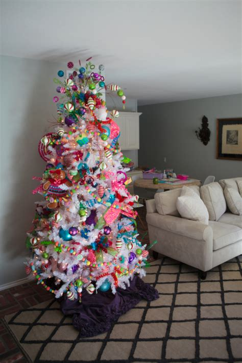 show  decorating fun  funky christmas tree theme