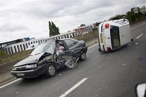 Accident De Voitures : en 2011 un quart des accidents de la route mortels sur une ligne droite lib ration ~ Medecine-chirurgie-esthetiques.com Avis de Voitures