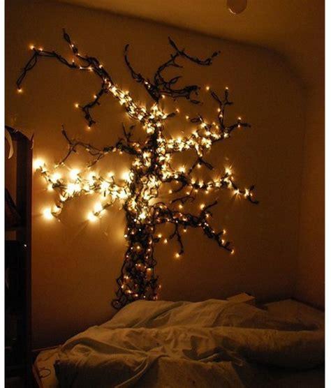 Baum Im Zimmer 15 coole deko ideen f 252 r weihnachtsbeleuchtung im schlafzimmer